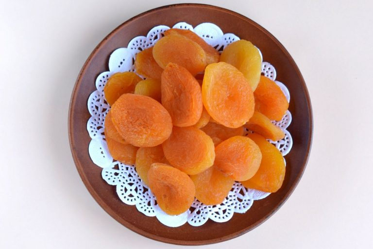 Makers' Dried Apricot Fruit (in an oven)